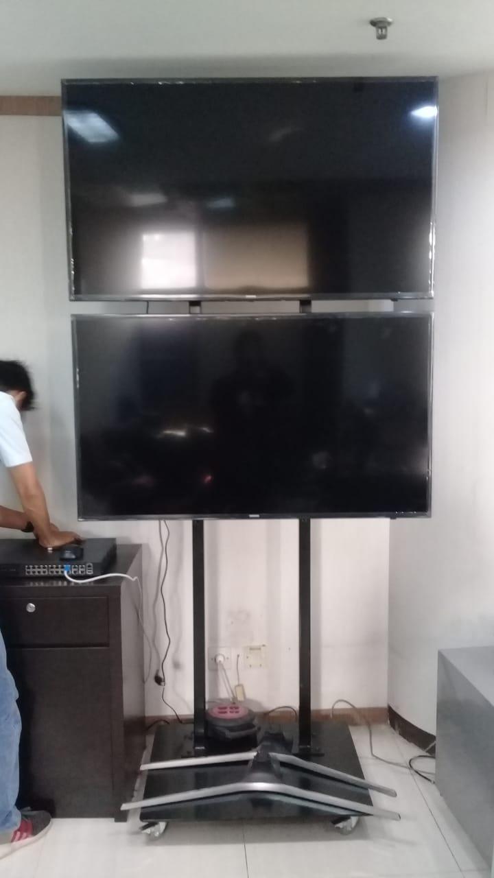Standing Dual TV Atas Bawah 1